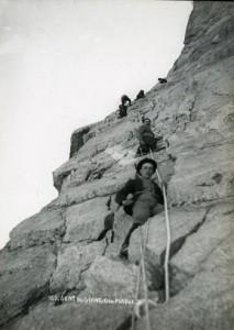 Gita sociale degli alpinisti del CAI Milano al Dente del Gigante - 1910.